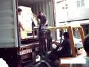 每月不定期在公司門口拆貨櫃