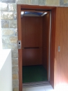 二片側向開電梯車廂