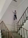 油漆樓梯間