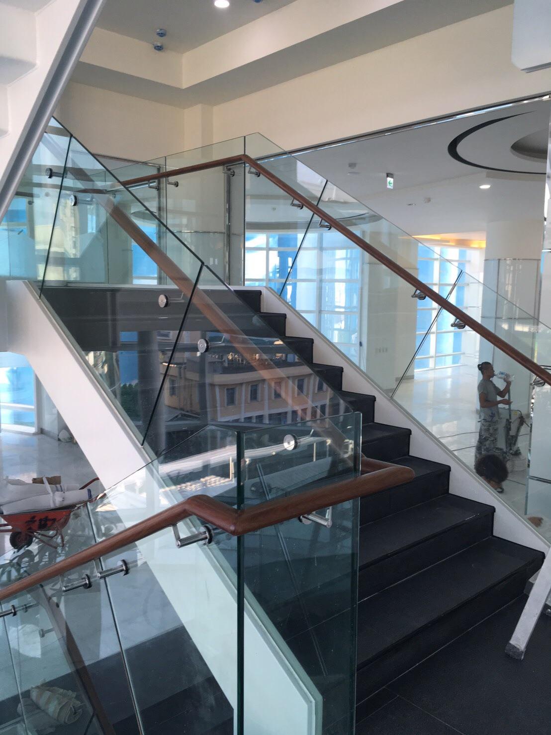 玻璃樓梯扶手