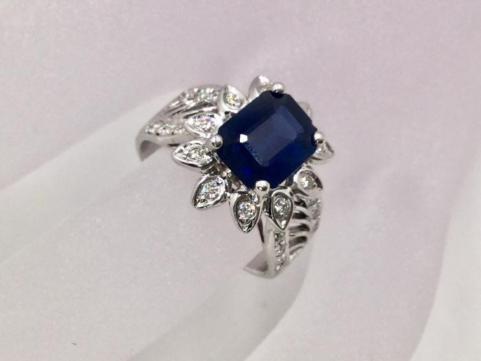 天然藍寶石 鑽戒 主石1.99克拉 配鑽24P 合計48分 戒圍10號 重5.54公克 $15000