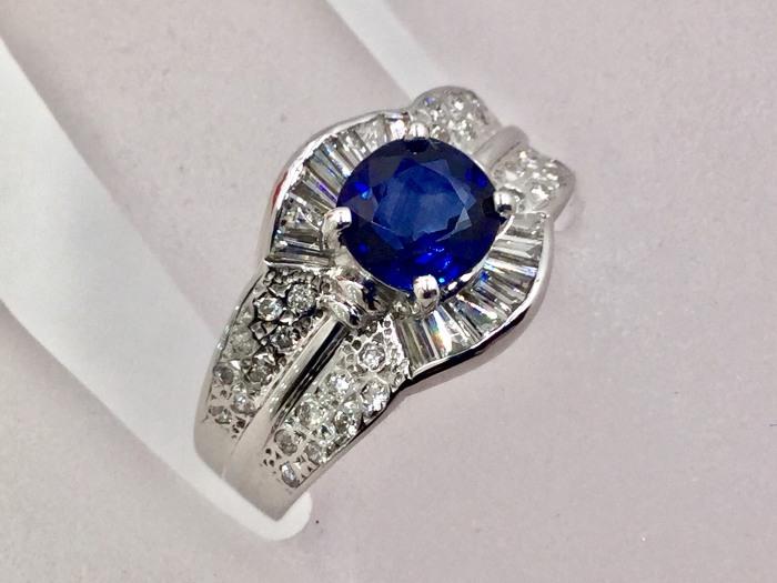 錫蘭藍寶 鑽戒 主石1.57克拉 配鑽 52P合計約一克拉配鑽 750白K金戒台