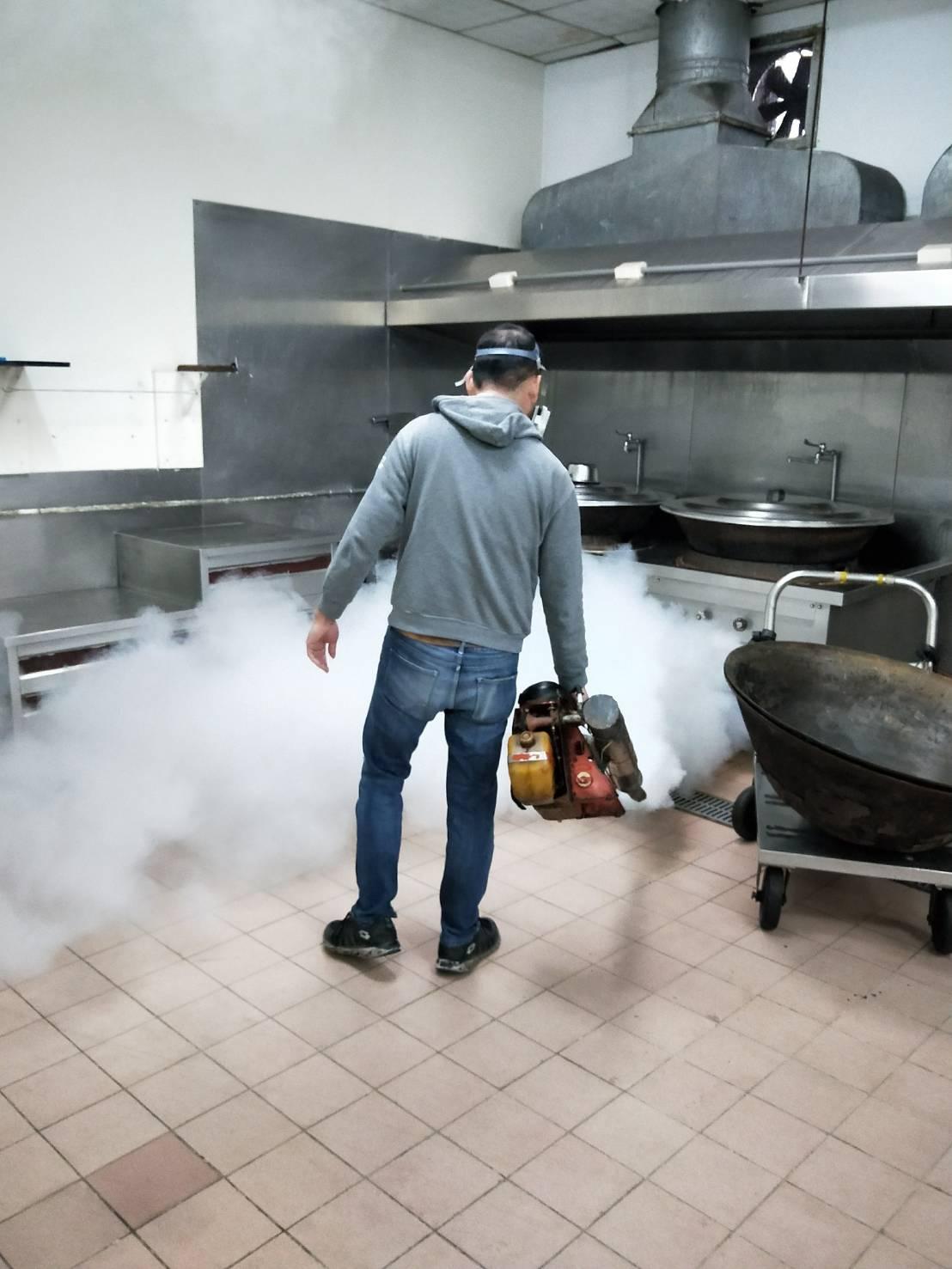 餐廳廚房消毒除蟲.jpg