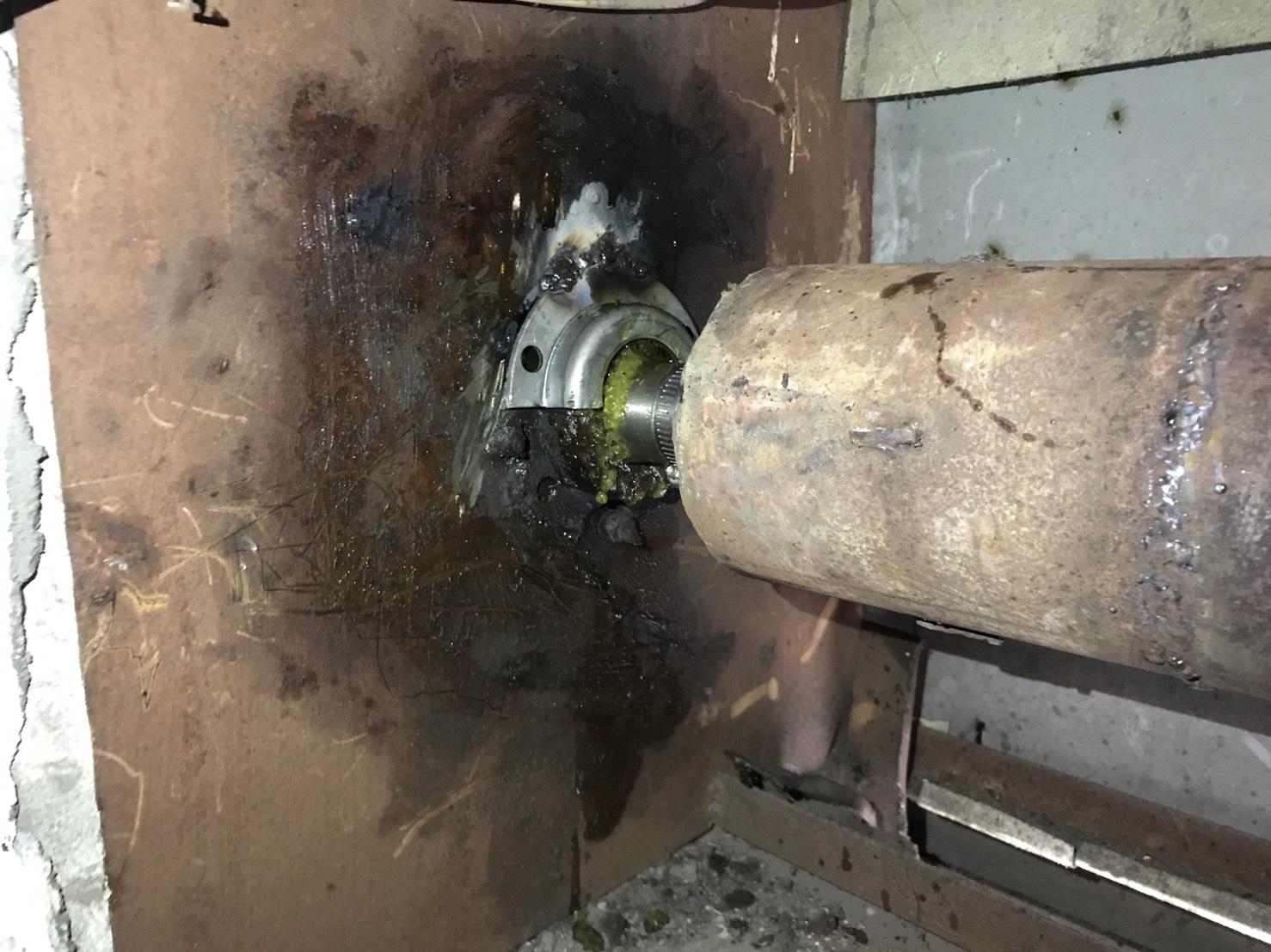 軸心斷裂焊接,鐵捲門維修,電動捲門維修,捲門維修