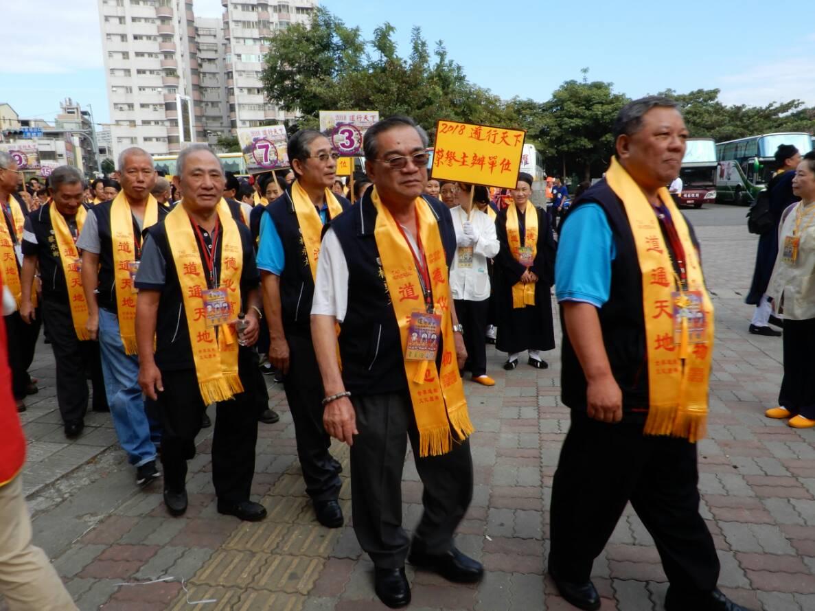 董事長蔡明宏及董監事參加道行天下開香儀式09
