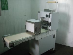 9.白機身 製麵機