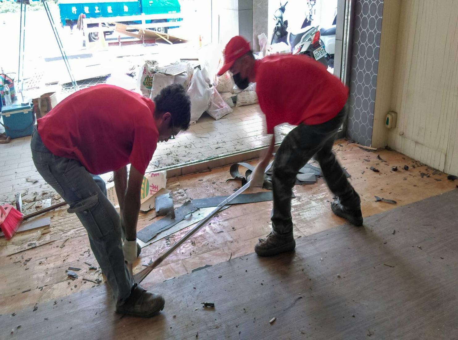 【勁猛工程行】-為台中專業拆除工程公司,中部房屋拆除,裝潢拆除,專業打石,百貨業拆除,鐵皮屋拆除,房屋拆除,裝潢拆除,切割鑚孔,拆除裝潢,打石工,粗工,空調管拆除