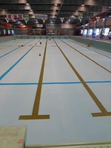 大游泳池標線及兒童池EPOXY油漆完工