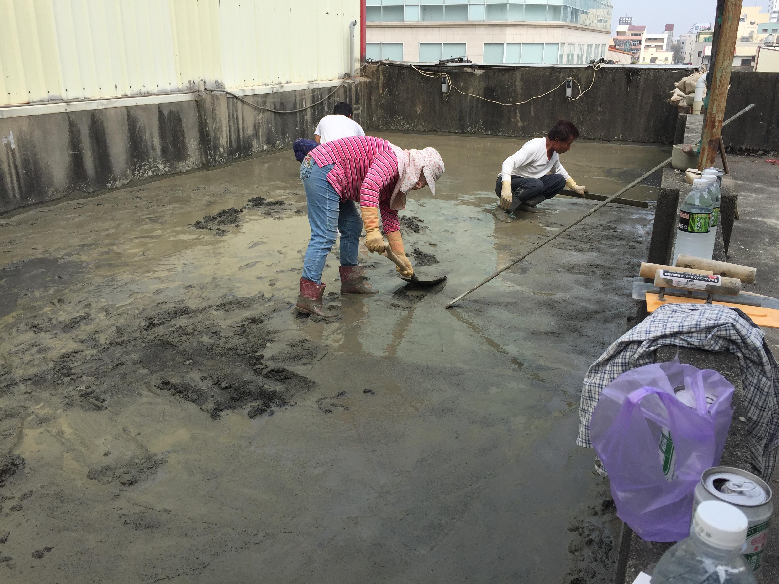 (8)頂樓水泥地板-洩水坡施工