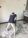 (3)客廳地磚隆起部份進行打除
