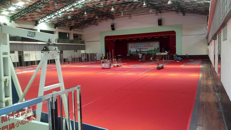 台南就業博覽會紅地毯鋪設02.jpg