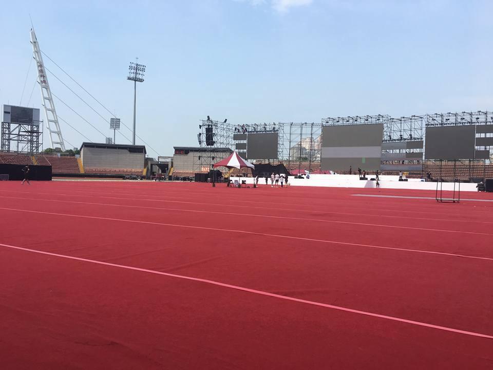 大型演唱會地毯鋪設02.jpg