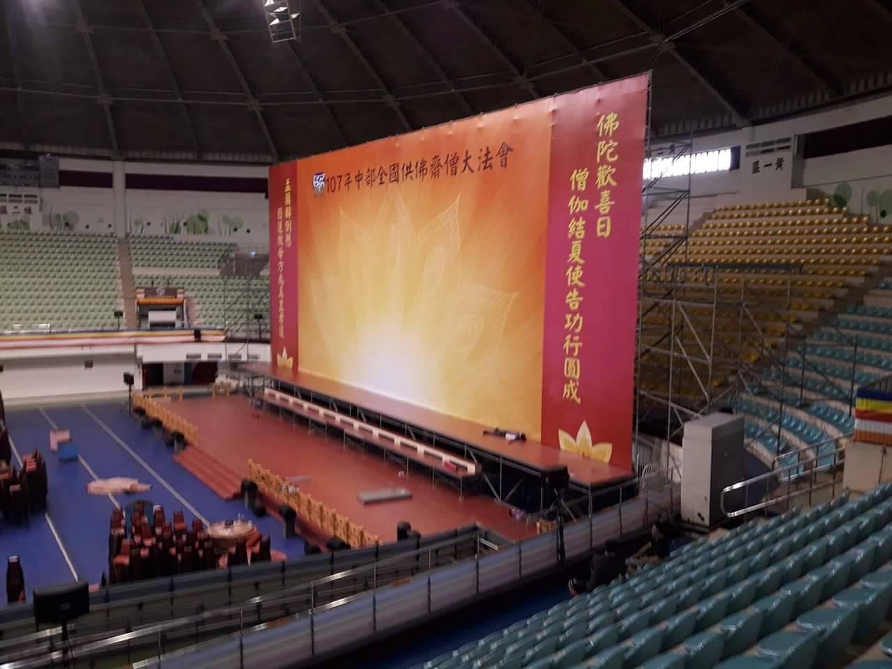 2018 彰化體育館供佛法會地毯鋪設02