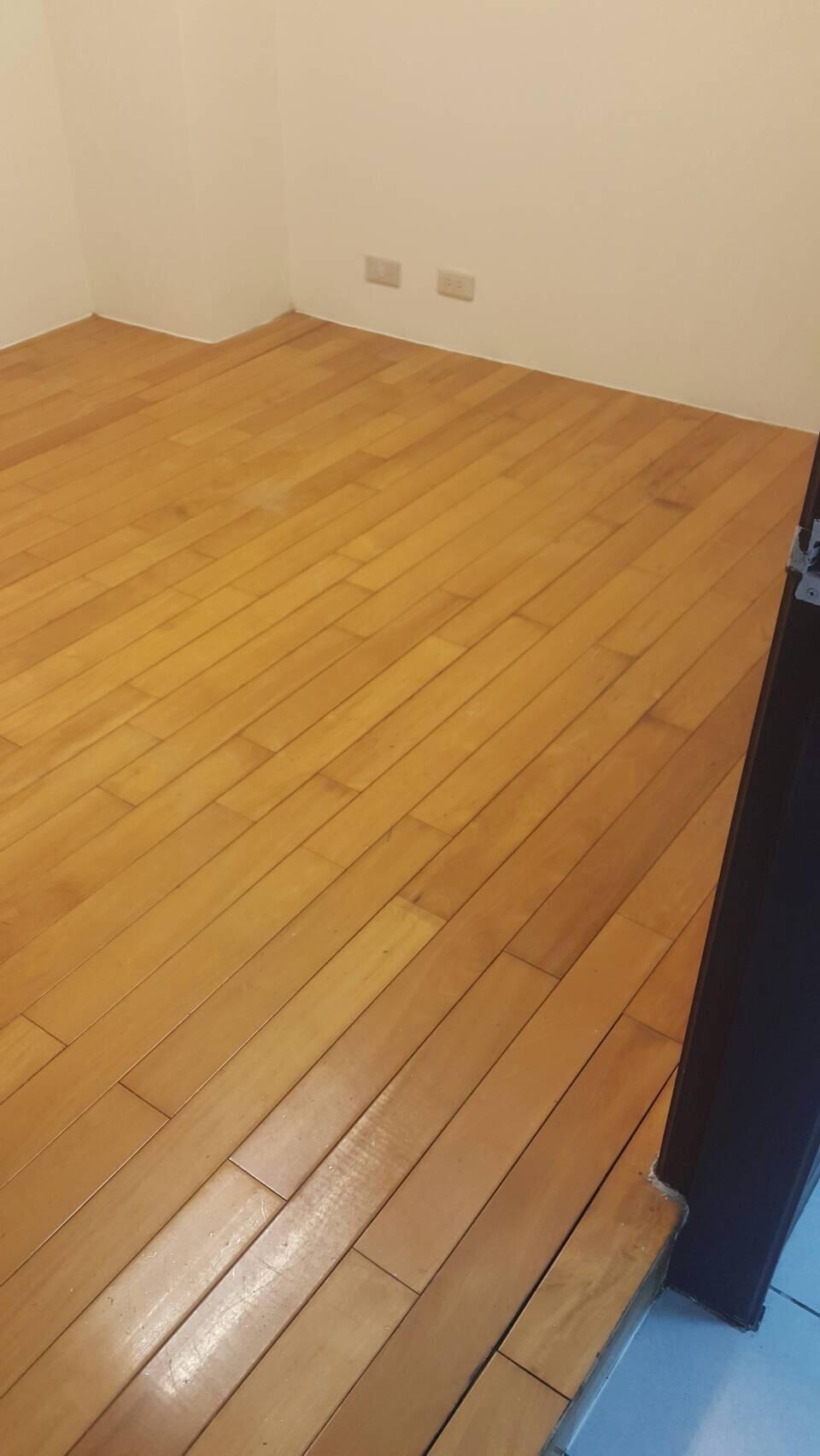台中住家木地板清潔