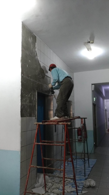 新北市土城中央路電梯口牆面磁磚更換,走廊油漆粉刷 (21)