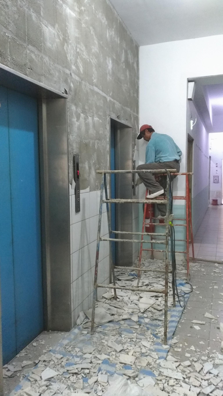 新北市土城中央路電梯口牆面磁磚更換,走廊油漆粉刷 (20)