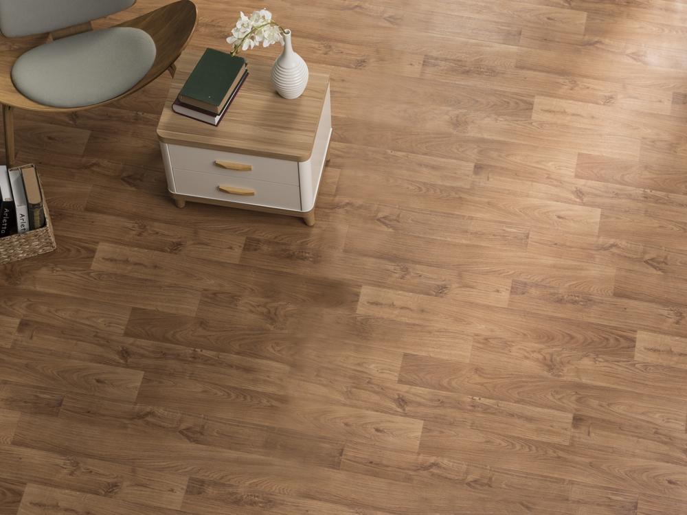 010 淺色木紋地板