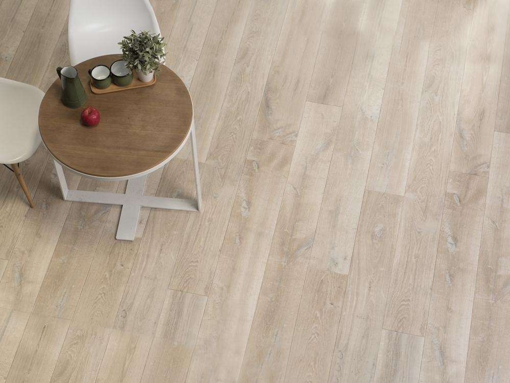 074 淺色木紋地板