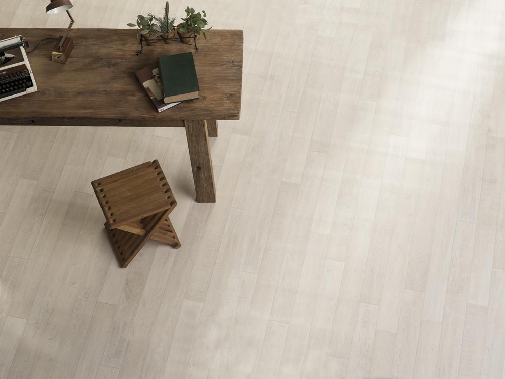 275 淺色木紋地板
