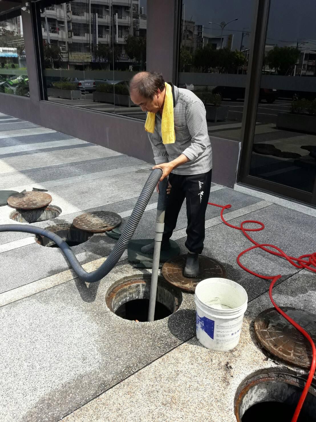 台中水溝清潔,台中大樓水溝清潔,台中清理水溝,台中清理大樓水溝