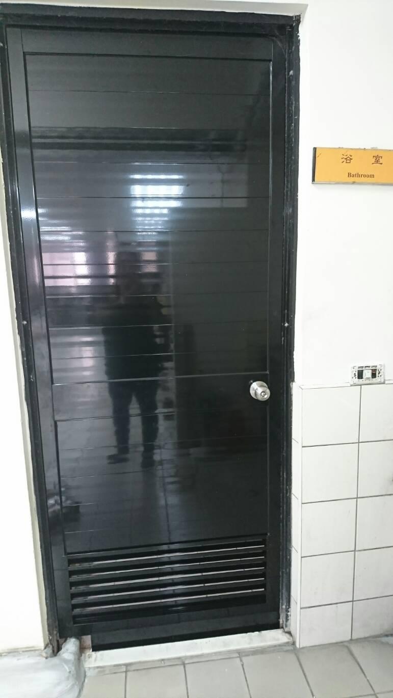 萬華社會局 浴室門 女廁門 男廁門 舊換新 (2)