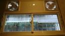 廚房陽台上的窗戶-2