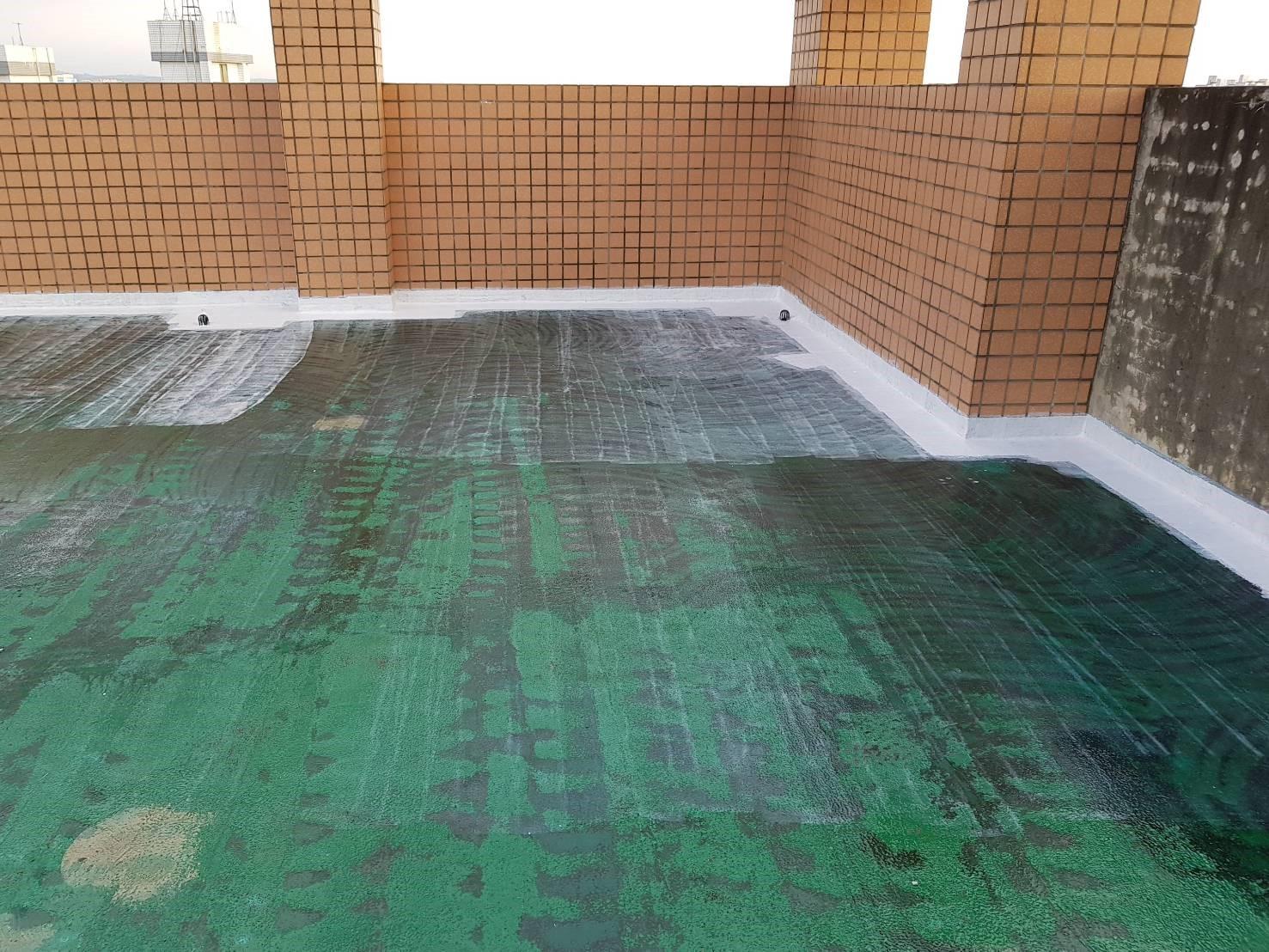 某社區大樓頂樓施作FRP- R腳玻璃纖維施作
