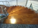 中部木樓梯地板