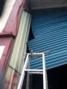 修理鐵捲門卡住出軌, 鐵門嚴重變形, 維修鐵捲門, 修理鐵門_24H急修鐵捲門
