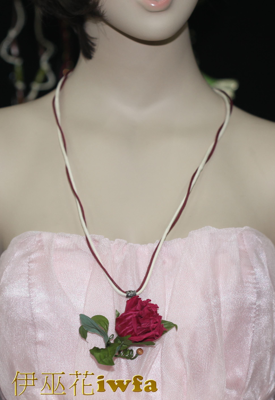 民俗風-藤蔓上的玫瑰花--棗紅色
