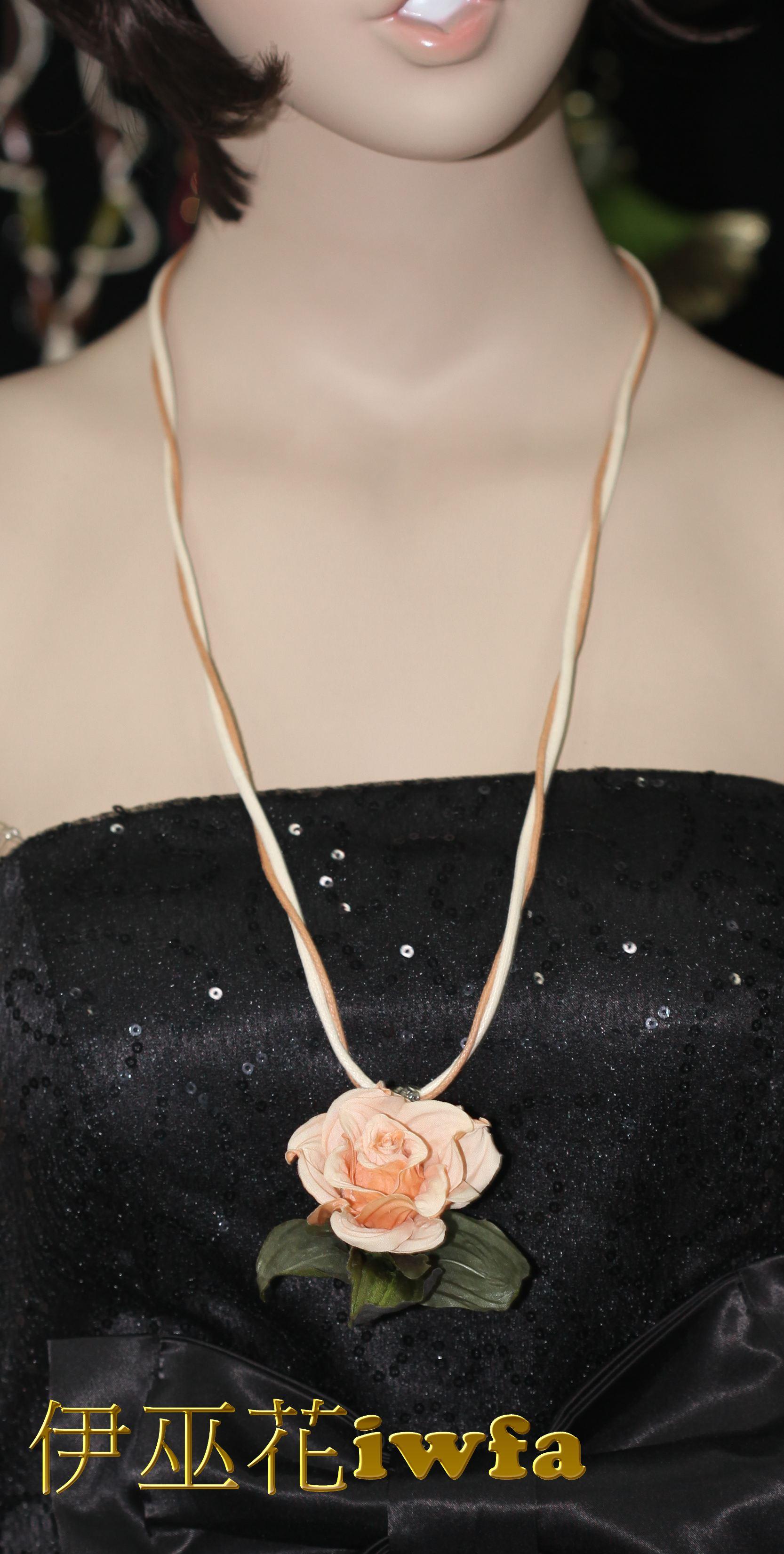 民俗風-藤蔓上的玫瑰花--可可色