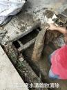 嘉義工廠水溝雜物清除中