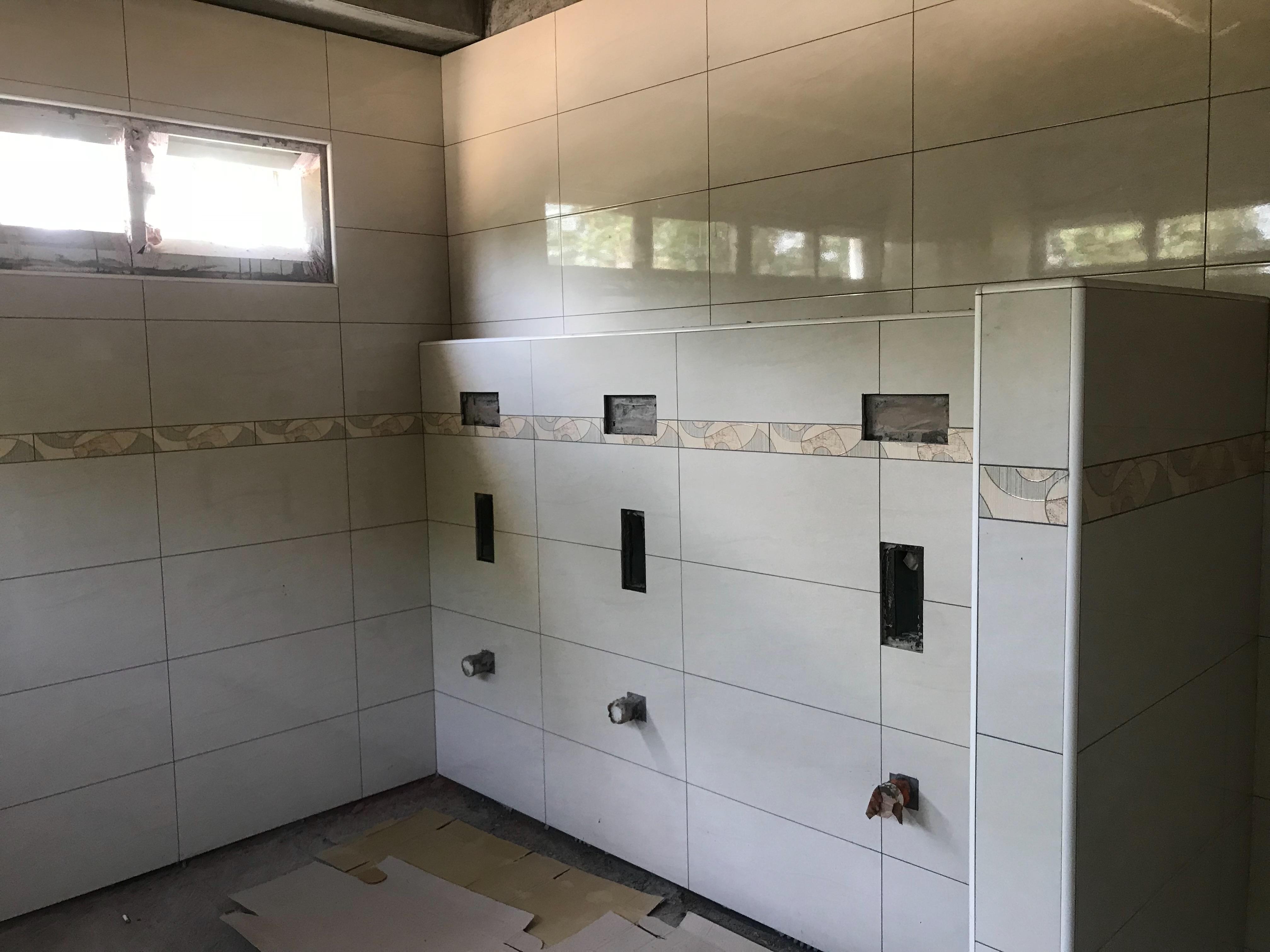 貼廁所壁磚