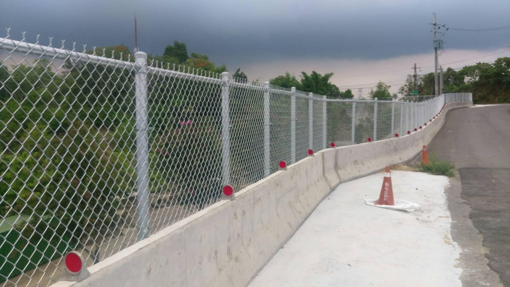 紐澤西護欄加設菱形網圍籬。