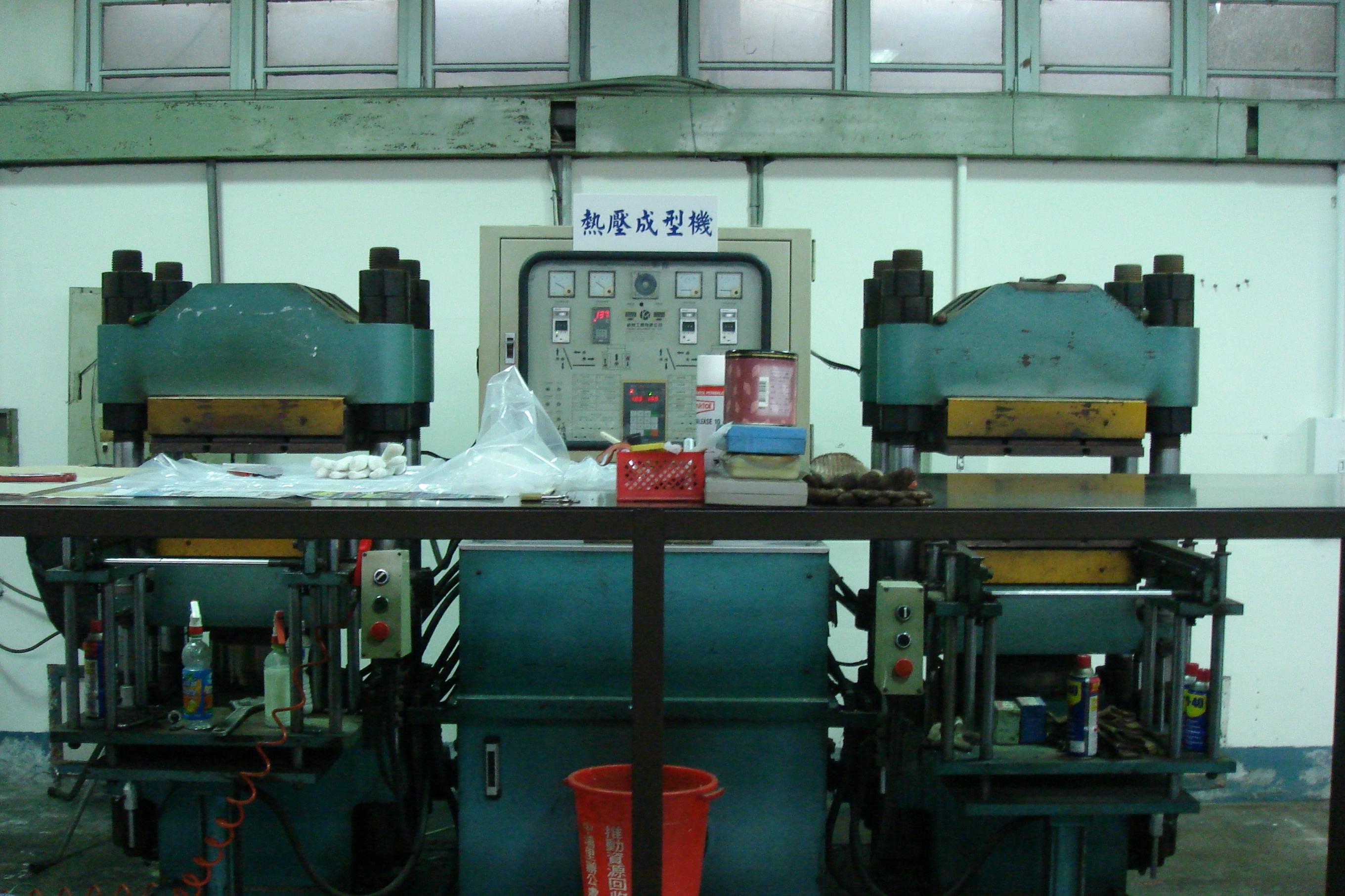 橡膠設備 (1).JPG