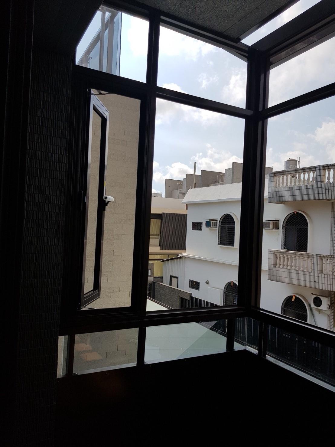 陽台外推式鋁窗