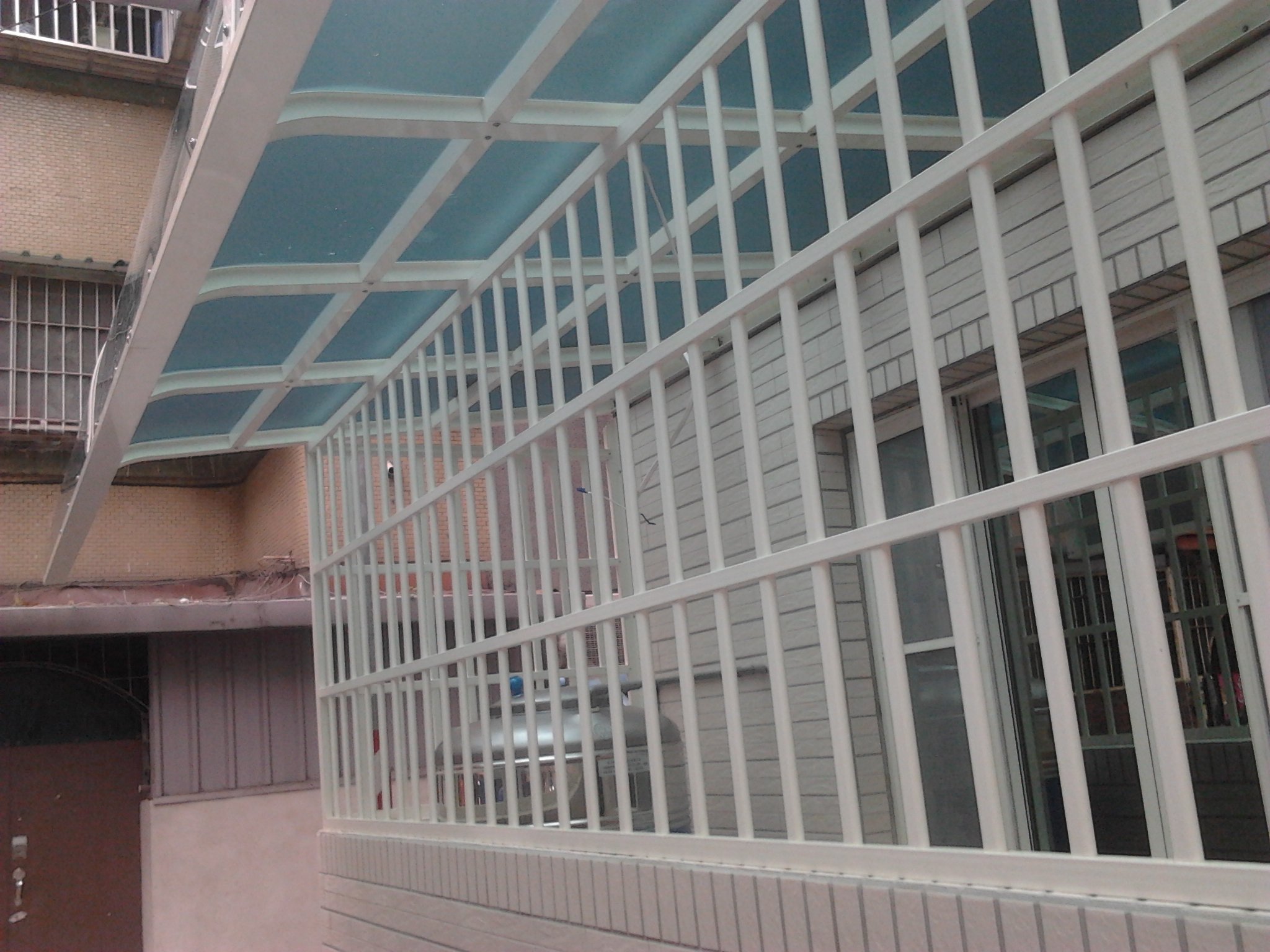 鋁格柵鋁鐵窗固展鋁