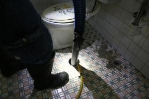 未知化糞池位置~進口精密儀器測定化糞池位置打通後清理化糞池一貫流程7