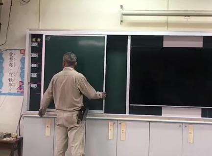 學校專用-開閉式黑板-內有電視.